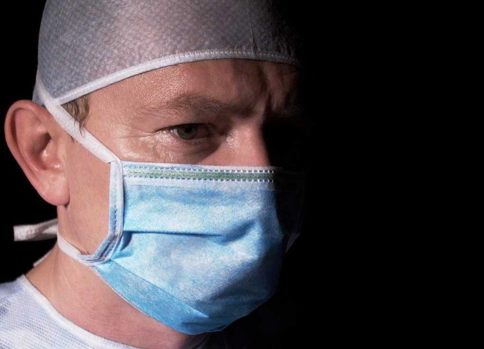 Læge med mundbind Modelfoto: Adam Ciesielski