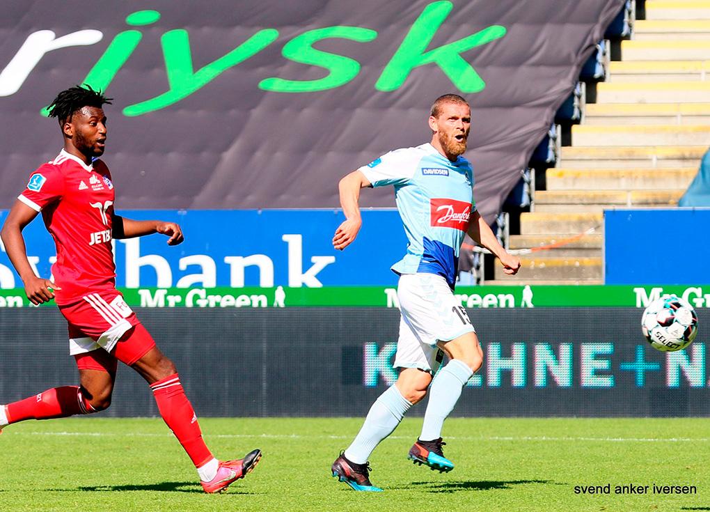 Johan Absalonsen scorer mod Lyngby Foto: Svend Anker Iversen