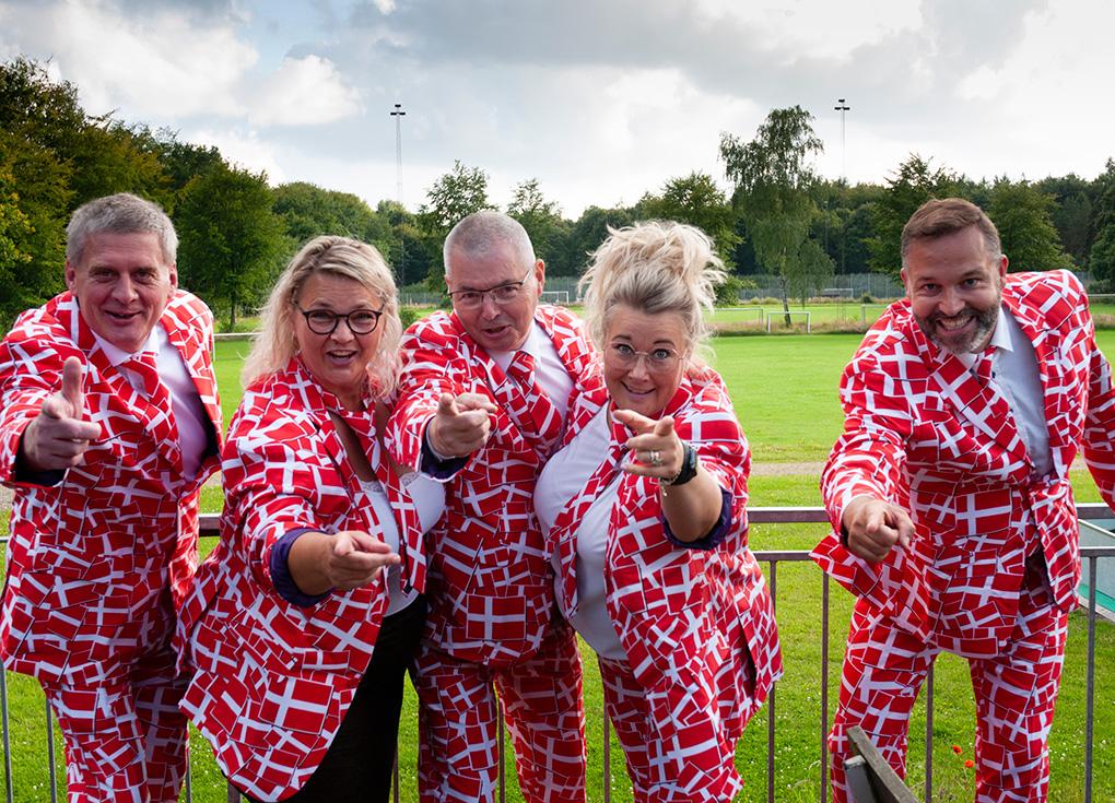 Høtteudvalget er festligt klædt ud til dagens runtur Foto: René Holm