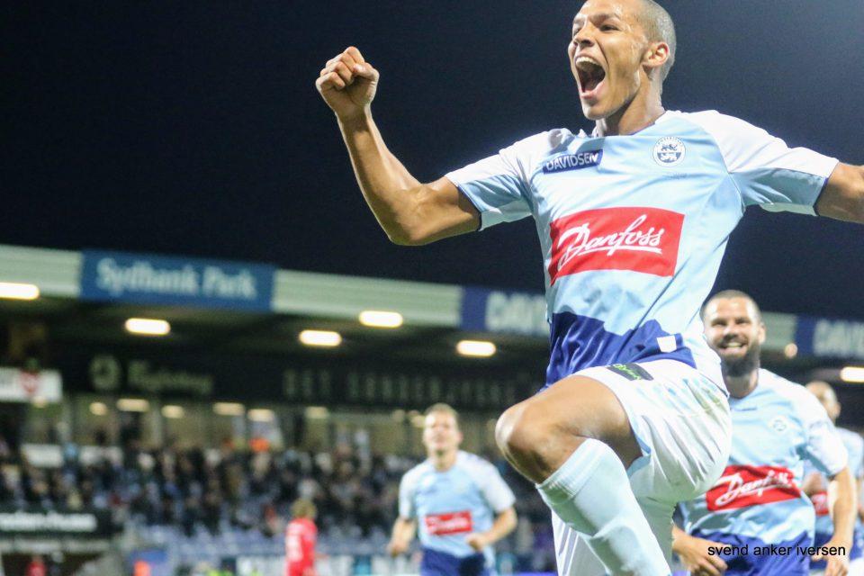 Alexander Bah jubler over sin scoring i premieren mod FC Midtjylland, nu kan han juble over udtagelse til landsholdet Arkivfoto: Svend Anker Iversen