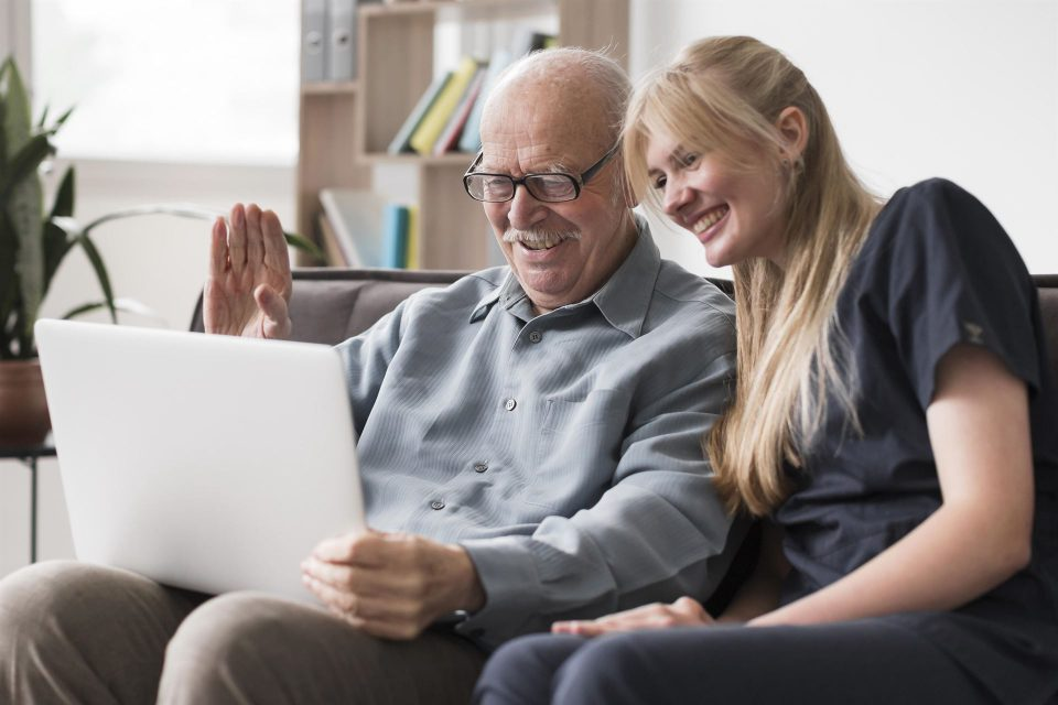 Videokald skal nu bruges på flere plejecentre i Haderslev kommune Foto: Modelfoto