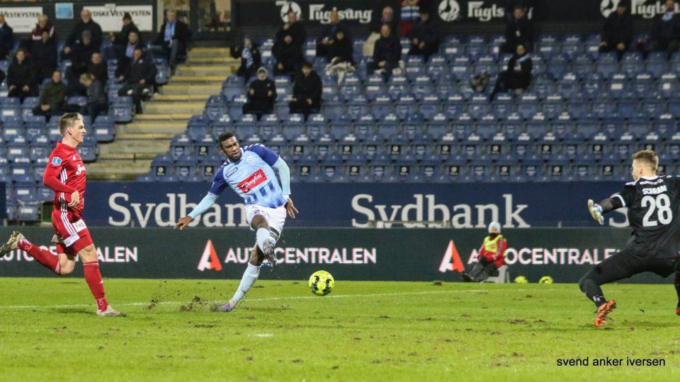 Haji Wright blev vist ud inden pausen i dagens kamp mod Randers FC Foto: Svend Anker Iversen