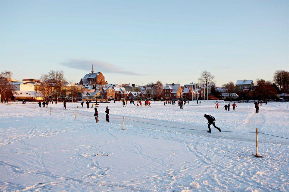 Isen på Damparken blev flittigt besøgt i 2010 hvor dette billede er fra Foto: Haderslev Kommune facebook