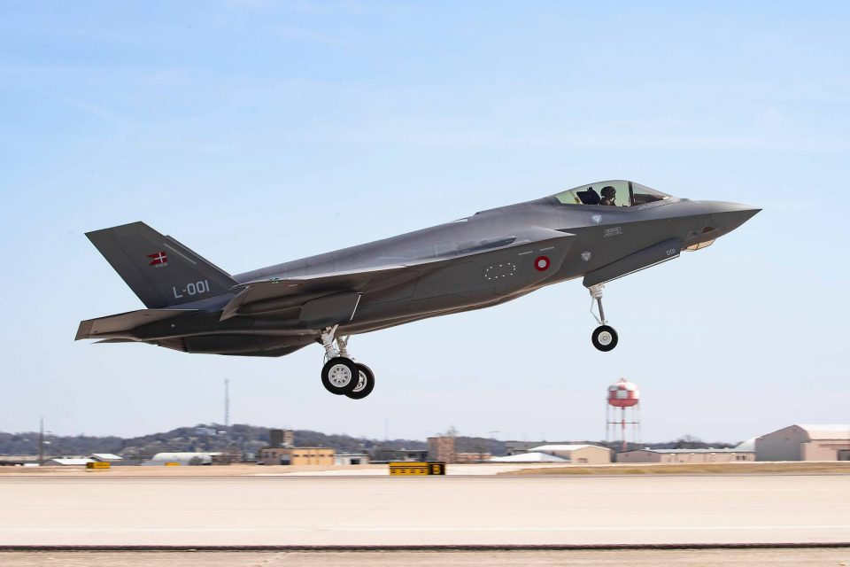 Første take off, for det danske F-35 kampfly med halenummeret L-001 Foto: Angel DelCueto/Lockhead Martin