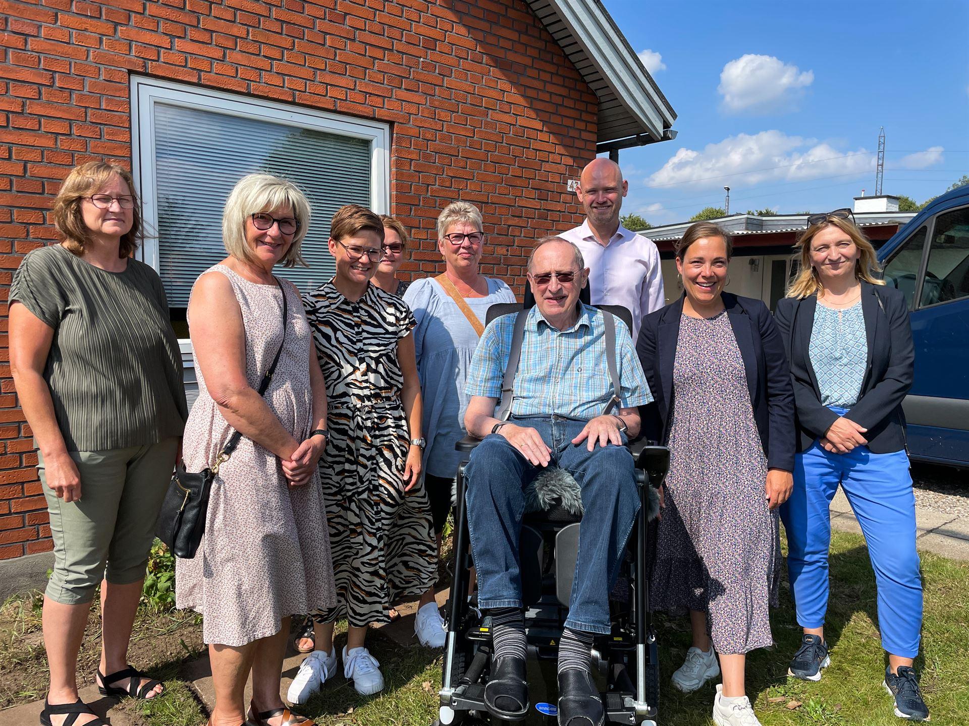 Mødedeltagerne ved Hans Egon Lorenzens hjem efter mødet Foto: Pressefoto