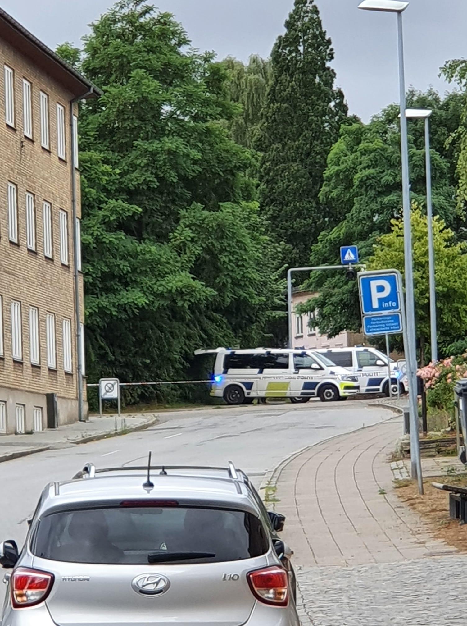 Politiet har afspærret omkring Simmerstedvej Privatfoto: Britta Mathiesen